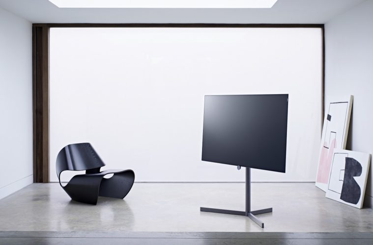 loewe lanciert fernseher mit oled technologie proud magazine. Black Bedroom Furniture Sets. Home Design Ideas