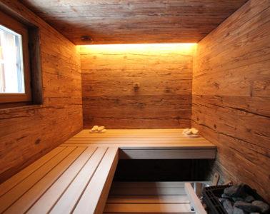Individuelle Ging Sauna mit dem Ambiente einer rustikalen Berghütte