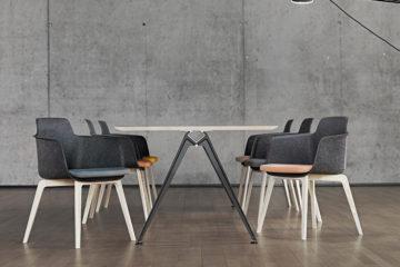Sessel Tono von Randers +Radius: Die Sitzschale ist flexibel und für hohen Komfort ausgelegt.