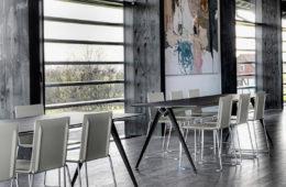 DRY ist als Allround-Stuhl universell einsetzbar: am Konferenztisch, in der Gastronomie, am heimischen Esstisch oder im Büro